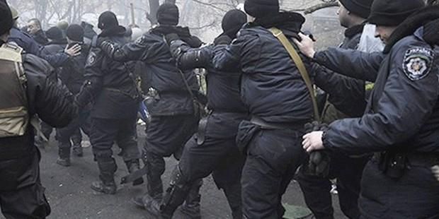 Aloziya Ukrayna vegeriya pevçûnên bi xwîn: hejmara miriyan ji 100 derbas kir