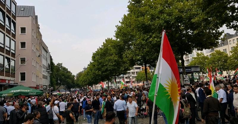 Bi hezaran Kurd bo piştgiriya Referandûmê li Kolnê civiyan