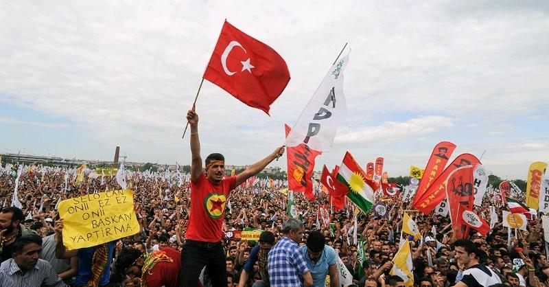 Dema PKK-PYD kirasên Erdoganîzmê li rikberên xwe dikin