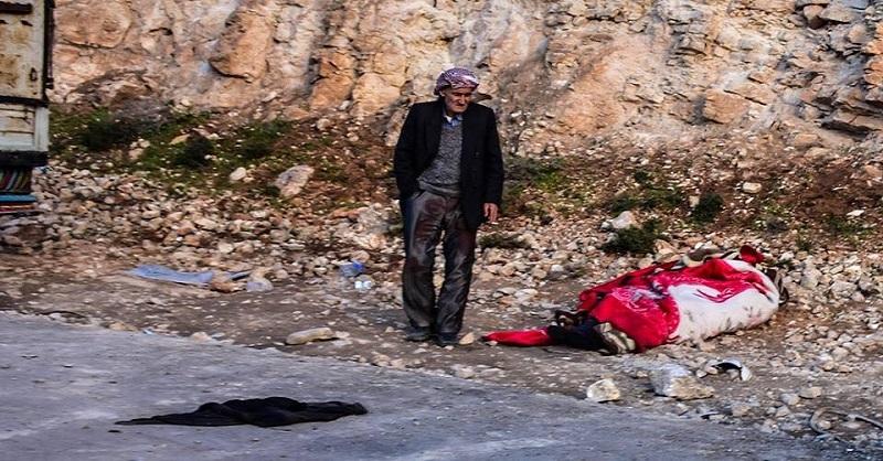 Efrîn: Dema Ku Bav li Raserî Cendekê Lawê Xwe Disekine